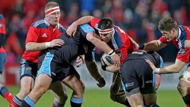 Billy Holland takes on Rossouw de Klerk during the Pro12 clash