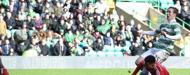 Midfielder Stefan Johansen finished neatly to send Celtic into a 4-0 lead against Aberdeen