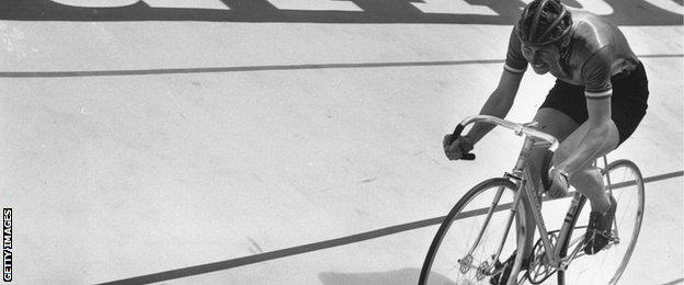 Beryl Burton taking the bronze medal in the 3,000 metres pursuit during the World Cycling Championships in Leicester, 1970