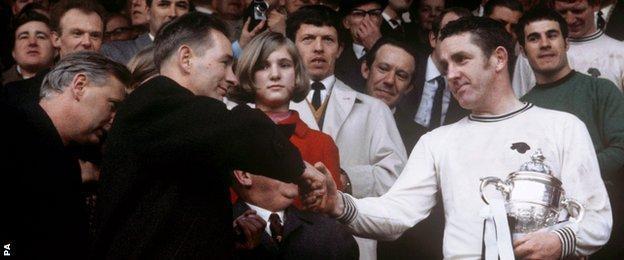 Dave Mackay (right)