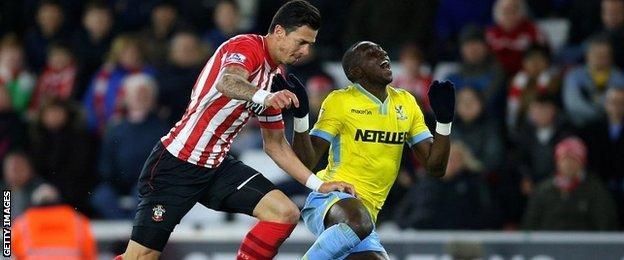 Alan Pardew claimed that Yannick Bolasie should have had a penalty