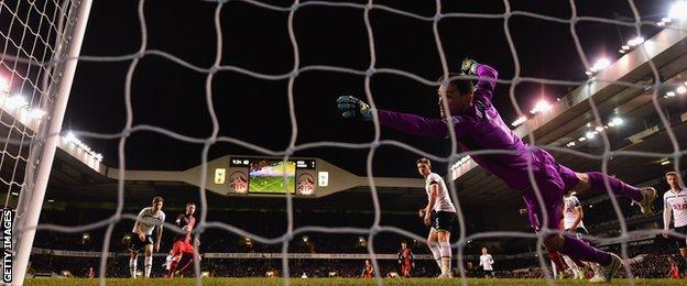 Gylfi Sigurdsson scores for Swansea