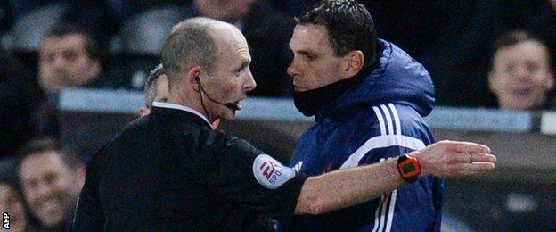 Mike Dean sends Gus Poyet to the stands