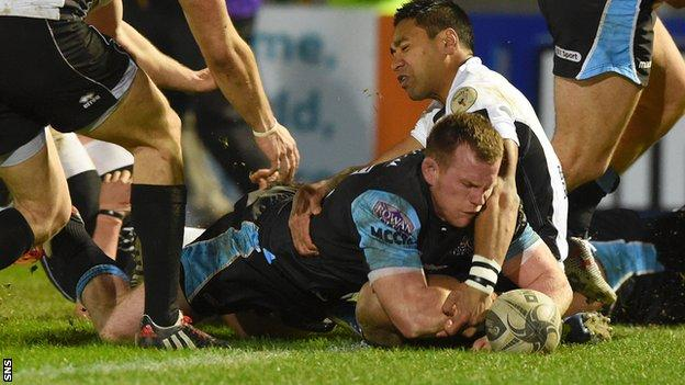 Chris Fusaro scores a try for Glasgow Warriors against Zebre