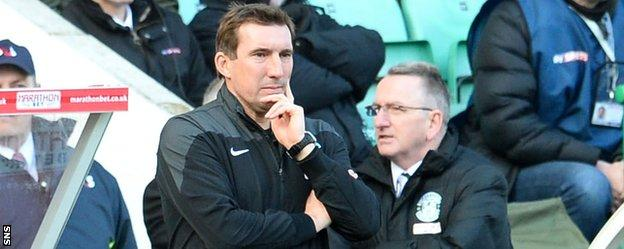 Hibs manager Alan Stubbs in the dugout