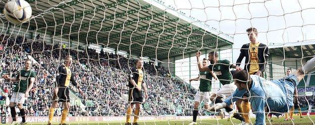 Liam Fontaine scores Hibs' fourth goal