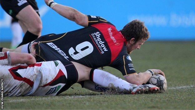 Jonathan Evans' solo break from scrum-half proved a crucial score for Dragons