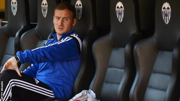 Ian Cathro in the Valencia dugout