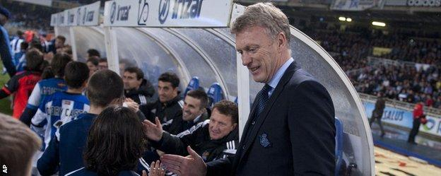 Real Sociedad coach Davie Moyes greets young fans