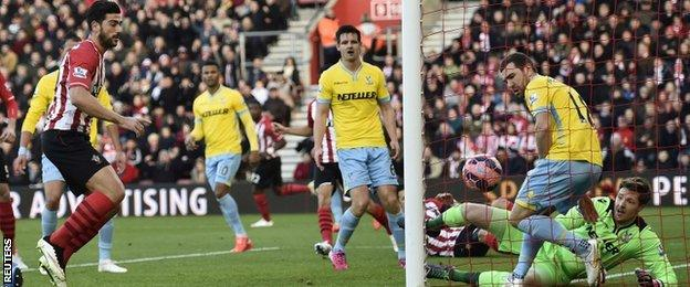 Southampton's Graziano Pelle scores against Crystal Palace in the FA Cup
