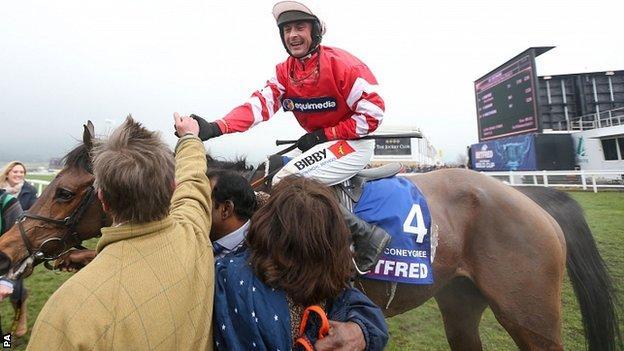 Coneygree ridden by jockey Nico de Boinville