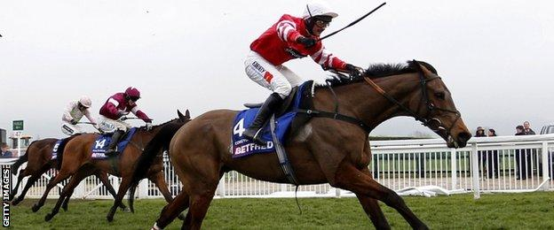 Nico de Boinville riding Coneygree
