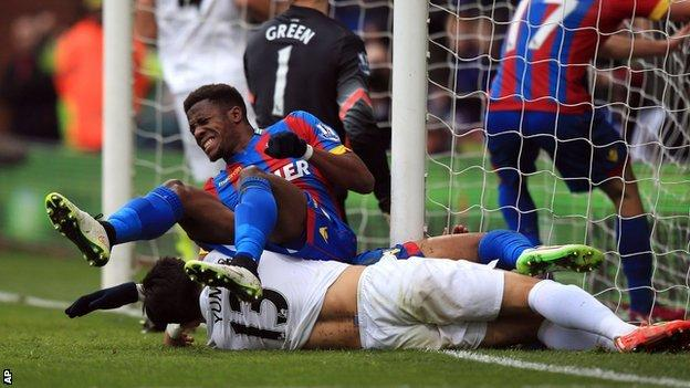 Wilfried Zaha collides with the post after Crystal Palace's opener against QPR