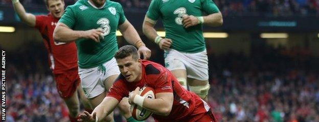 Scott Williams came on as a replacement for centre Jamie Roberts to score a try for Wales