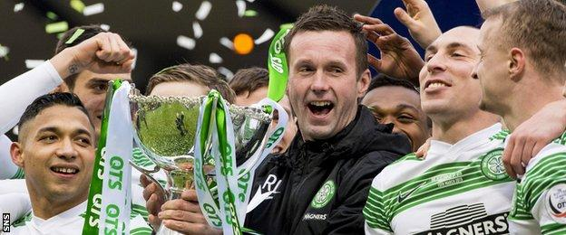 Celtic players and manager Ronny Deila celebrate Sunday's League Cup final win