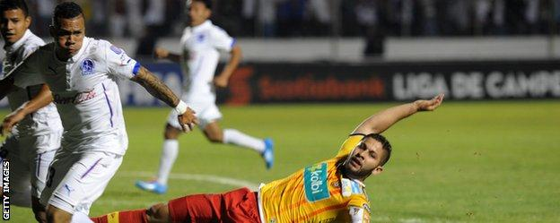 Arnold Peralta (left) in action for Olimpia in the Concacaf Champions League