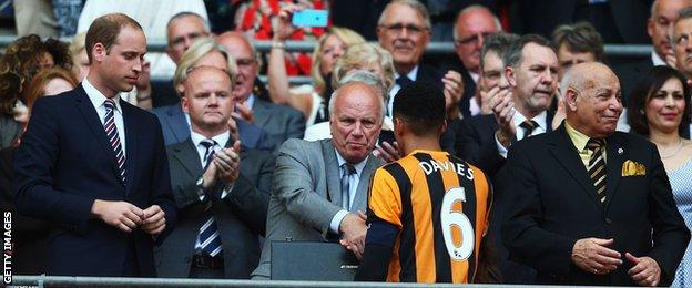 Hull City captain Curtis Davies shakes hands with Greg Dyke at FA Cup final