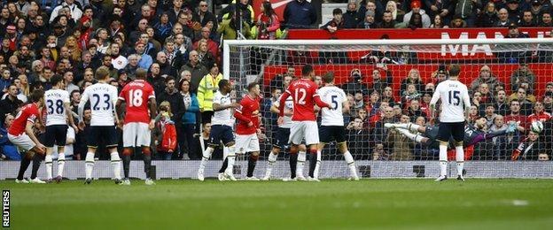 Michael Carrick heads home Manchester United's second goal against Tottenham
