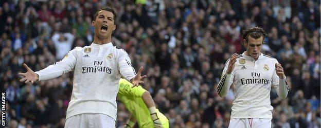 Cristiano Ronaldo reacts angrily when Gareth Bale chooses not to pass to him against Espanyol