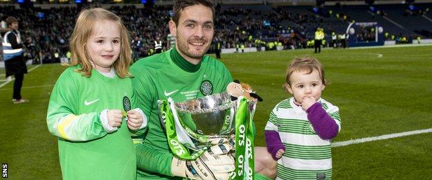 Craig Gordon celebrates winning the League Cup