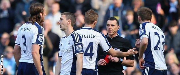 Neil Swarbrick sent off Gareth McAuley instead of Craig Dawson