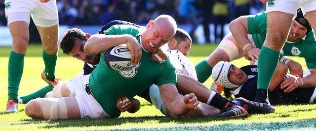 Paul O'Connell touches down for Ireland's opening try against Scotland at Murrayfield