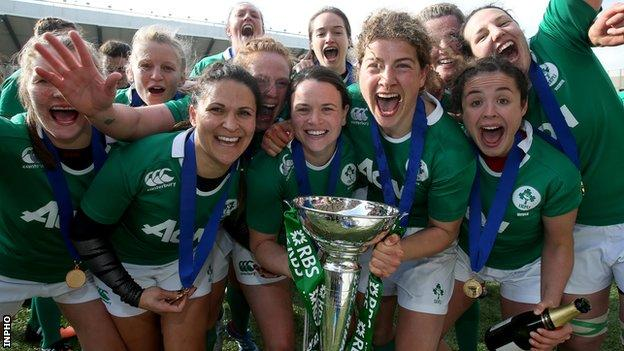 Ireland celebrate after securing the 2015 Women's Six Nations Championship