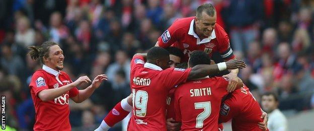 Bristol City players celebrate Aden Flint's opener