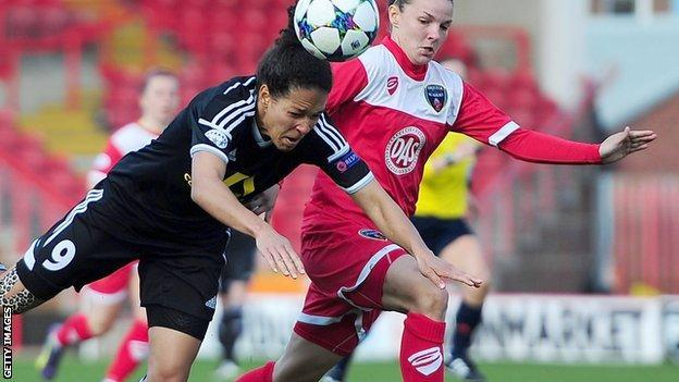 Ceilia Sasic of FFC Frankfurt (l) battles for the ball with Bristol Academy's Loren Dykes