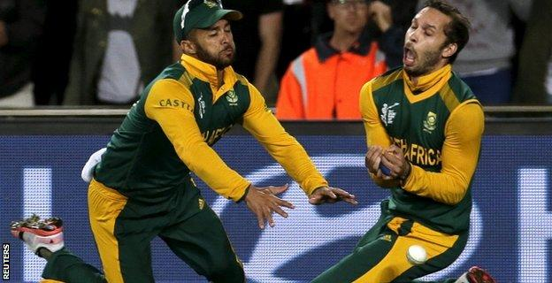 South Africa's Farhaan Behardien (R) and JP Duminy