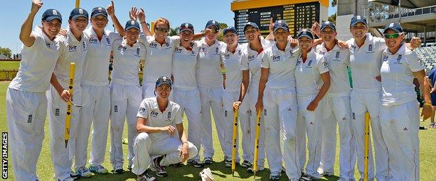 England womens Ashes-winning side in 2014