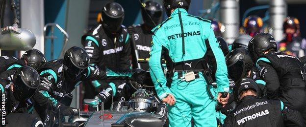 Mercedes pit stop at 2015 Australian Grand Prix