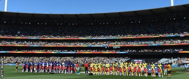 Australia and England line up at the MCG