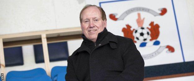 New Kilmarnock chairman Jim Mann says Gary Locke has the backing of the players