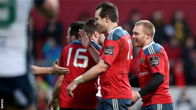 Munster players congratulate Keith Earls, scorer of his side's sixth try
