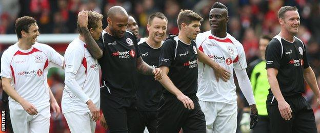 Thierry Henry, Lucas and players at Liverpool's All Star match