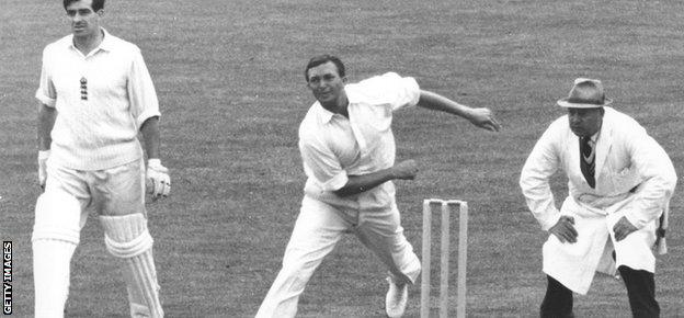 Richie Benaud bowling