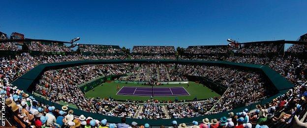 Serena Williams serves against Carla Suarez Navarro