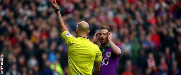 Bristol City captain Wade Elliott is sent off