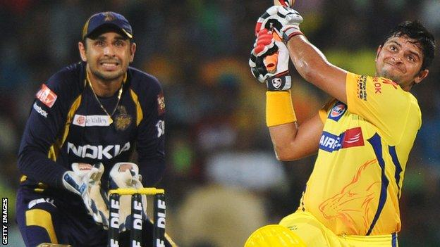 Suresh Raina strikes as Manvinder Bisla watches on