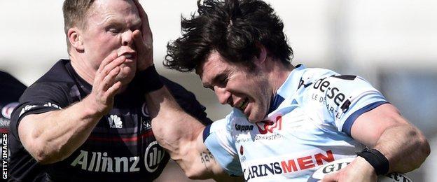 Maxime Machenaud hand-off on Chris Ashton
