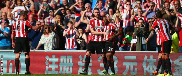 Sunderland celebrate Jermain Defoe's winner