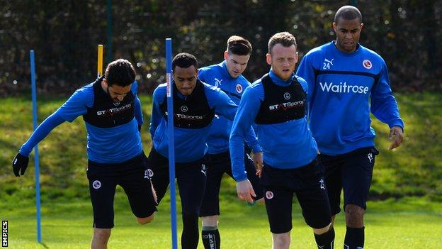 Reading players train