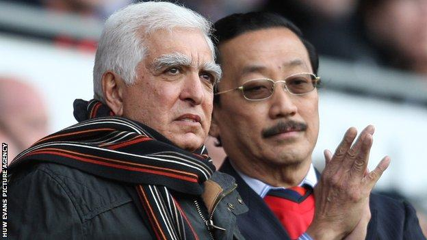 Sam Hammam (left) with Vincent Tan (right)
