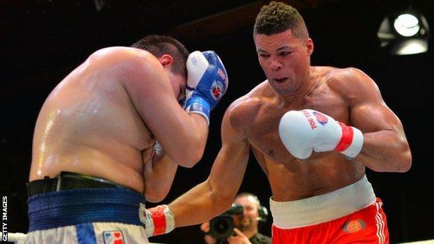 Joe Joyce fighting Maxim Babanin