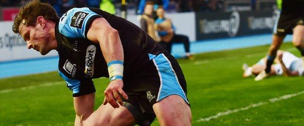 Peter Horne scores a try for Glasgow Warriors against Cardiff Blues