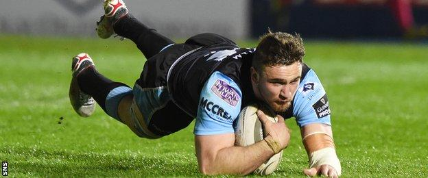 Adam Ashe scores a try for Glasgow Warriors against Cardiff Blues