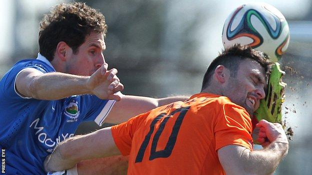 Linfield's Sean Ward and Eoin Bradley of Glenavon