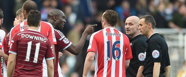 Carlton Cole of West Ham points at the referee after the draw with Stoke