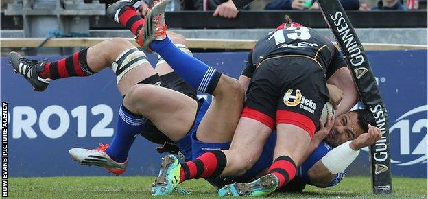 Dragons centre Tyler Morgan puts in a huge hit to prevent Leinster opposite number Ben Te'o scoring an early try
